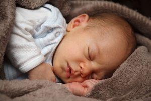 Doorslapen baby: deze tips werkten bij ons