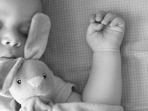 Doorslapen baby: deze tips werkten bij ons - konijn