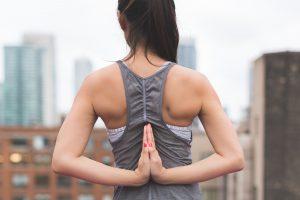 voordelen van mediteren gevouwen handen
