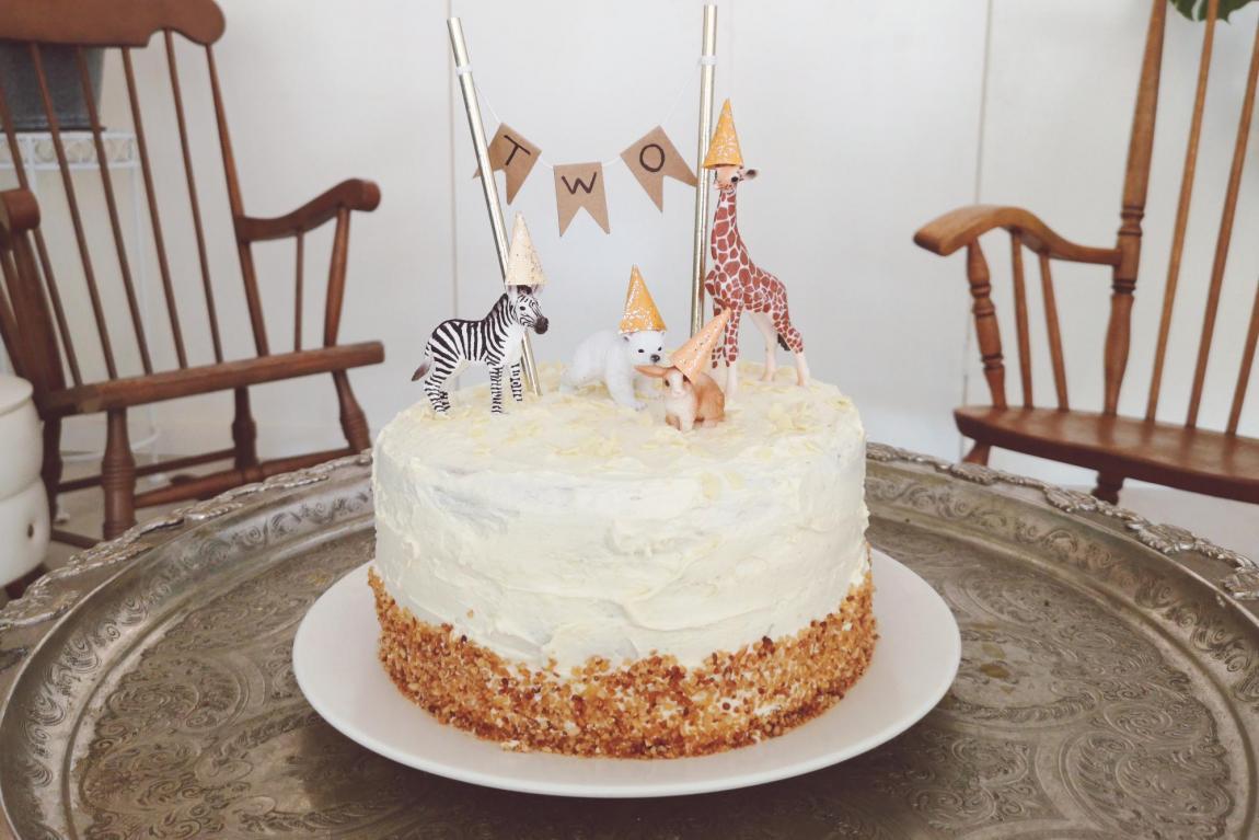 Hedendaags De verjaardagstaart van Cas: een naked cake met dierenthema UU-84